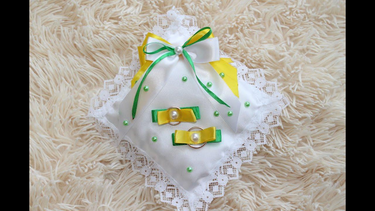Белый вазон с цветами фото