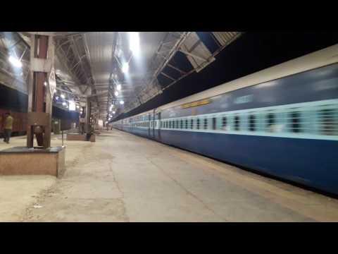 22945 Mumbai - Okha Saurashtra Mail At Vasai