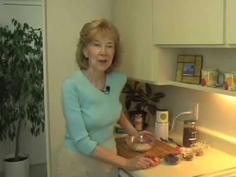 Budwig Diet Flaxseed Oil & Cottage Cheese www.budwig-videos.com thumbnail