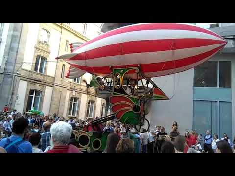 Itineranta baixa o pano a lombos dun zeppelin