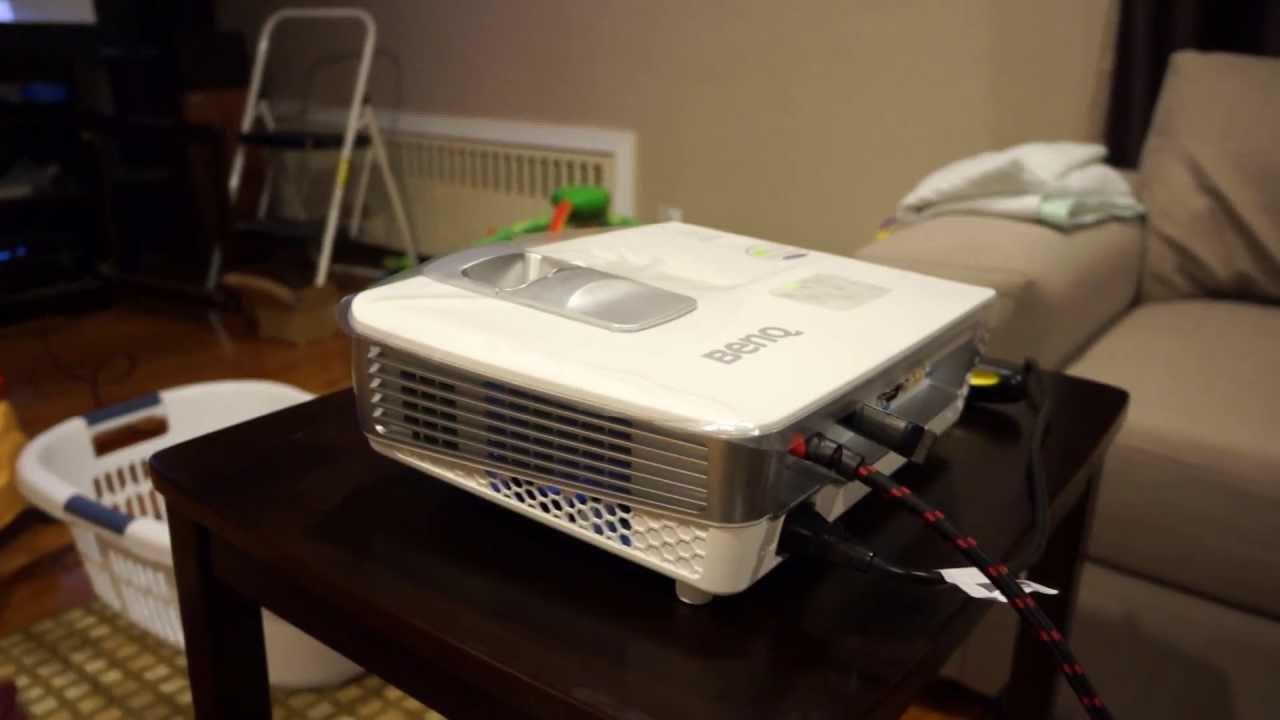 BenQ W1070 fan noise + lots of light - YouTube