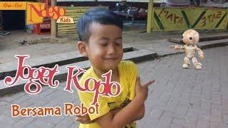 Gambar cover 🔴 Joget Dangdut Koplo Lucu Bidadari Kesleo Dengan Robot Kecil