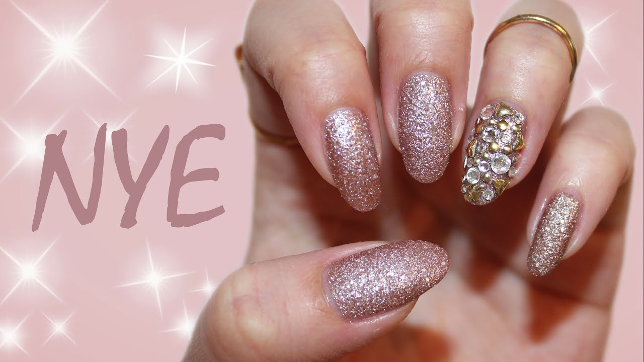 Last Minute New Year\'s Eve Nails | Blingy Accent Nail - YouTube