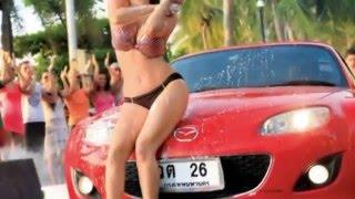 Sunny Leone Gets Mobbed On Mastizaade Sets In Bangkok !