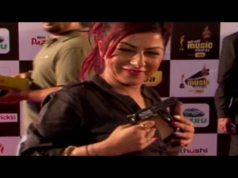 Hard Kaur caught DRUNK at an awards function!
