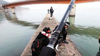有明海で最近発見された危険生物の「アリアケ〇〇〇」を釣りに行ってきました。没になりかけたその時、永田君の竿が… 釣れたのは一体… 視聴者の皆さんと一緒にまた何 ...