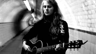 Смотреть клип Marika Hackman - Mountain Spines