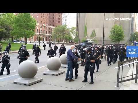 شاهد: فيديو جديد يوثّق عنف الشرطة الأمريكية يصعق الولايات المتحدة  - نشر قبل 1 ساعة