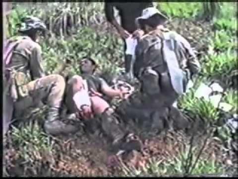 Soldado guatemalteco herido en la guerra interna con guerri