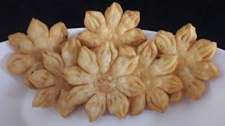 Khasta Mathri Recipe - फूल जैसी खस्ता मठरी आसानी से बनाइये घर पर