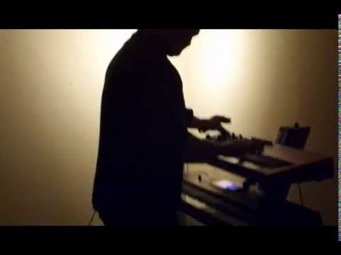 Playing Depeche Mode  ( toma 346 escena 70)
