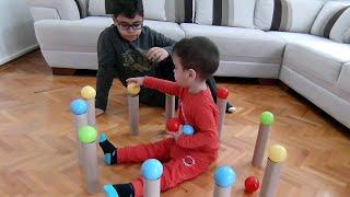 Berat Kağıt Rulolar ve Renkli Toplar İle Denge Oyunu Oynadı | Eğitici Çocuk Videosu
