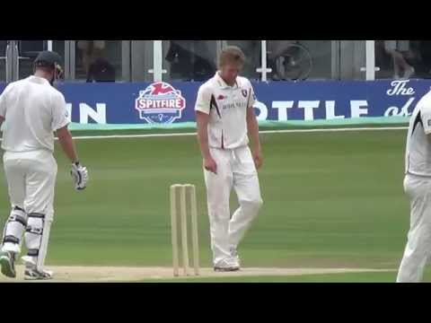 Kent vs. Australia - First over of second day