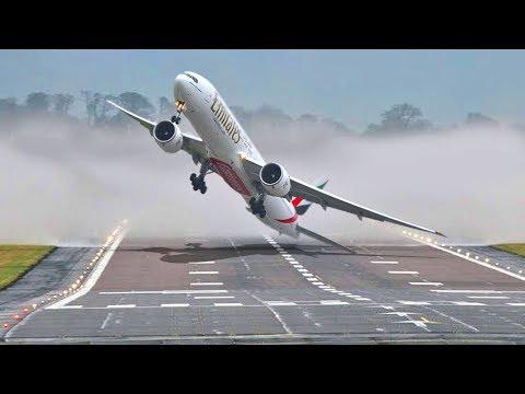Они чудом посадили самолет во время шторма!