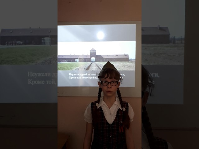 Изображение предпросмотра прочтения – АлинаХусаинова читает произведение «Детский ботинок» С.В.Михалкова