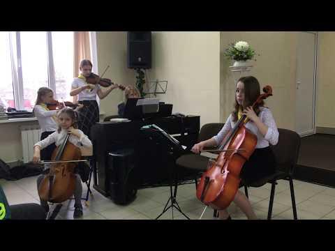 Струнное музыкальное сопровождение богослужения в церкви.