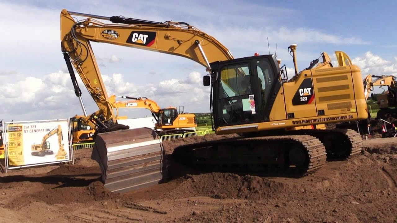 The New Generation Cat 323 Excavator With An Engcon Tiltrotator Getting A  Test Drive @ E&H'18
