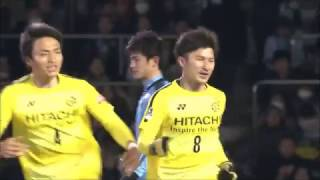 CKから武富 孝介(柏)のヘディングシュートが相手選手に当たりながらも...