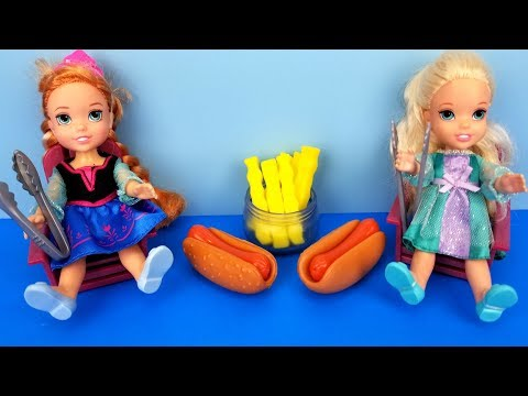 Barbecue ! Elsa and Anna toddlers - BBQ contest - Barbie - ketchup - hotdog burgers - picnic - food