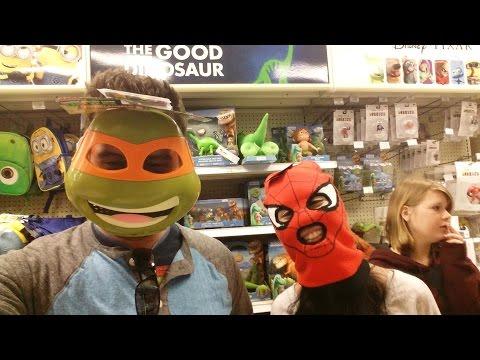 BATMAN V SUPERMAN And Toys R Us - Vlog