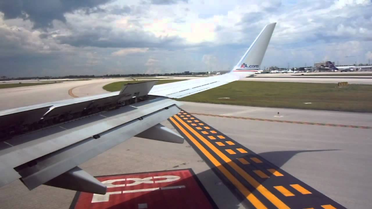Landing In Miami Int Airport American Airlines 737 800