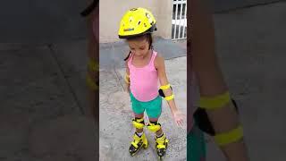 Baixar Leilinha andando de patins . dezembro 2017