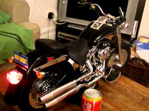 HARLEY DAVIDSON FAT BOY RADIO CONTROL MOTORBIKE - YouTube