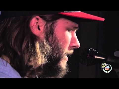 "Eric Middleton of Midnight River Choir - ""Doctor My Eyes."""