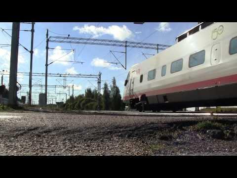 Pendolino train S46 passes Riihimäki. Sm3 Pendolino S46 ohittaa Riihimäen aseman