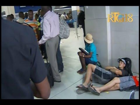 Haïti.- Grève à l'Aéroport international Toussaint Louverture de Port-au-Prince.