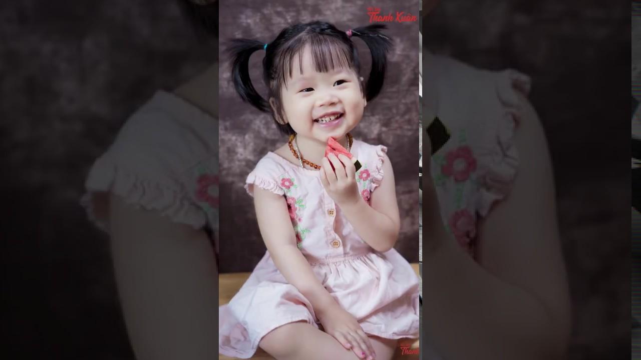 Chú Hùng chụp ảnh dễ thương cho bé Annie 2 tuổi AlexD Music Insight