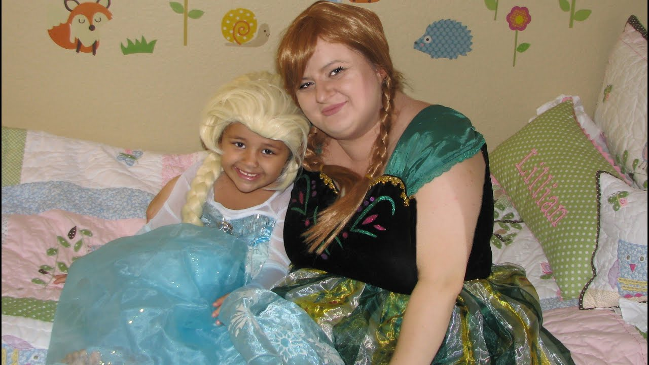 Halloween Costumes Dress up Princess Anna Queen Elsa from Frozen Mom and Daughter  sc 1 st  YouTube & Halloween Costumes Dress up Princess Anna Queen Elsa from Frozen Mom ...