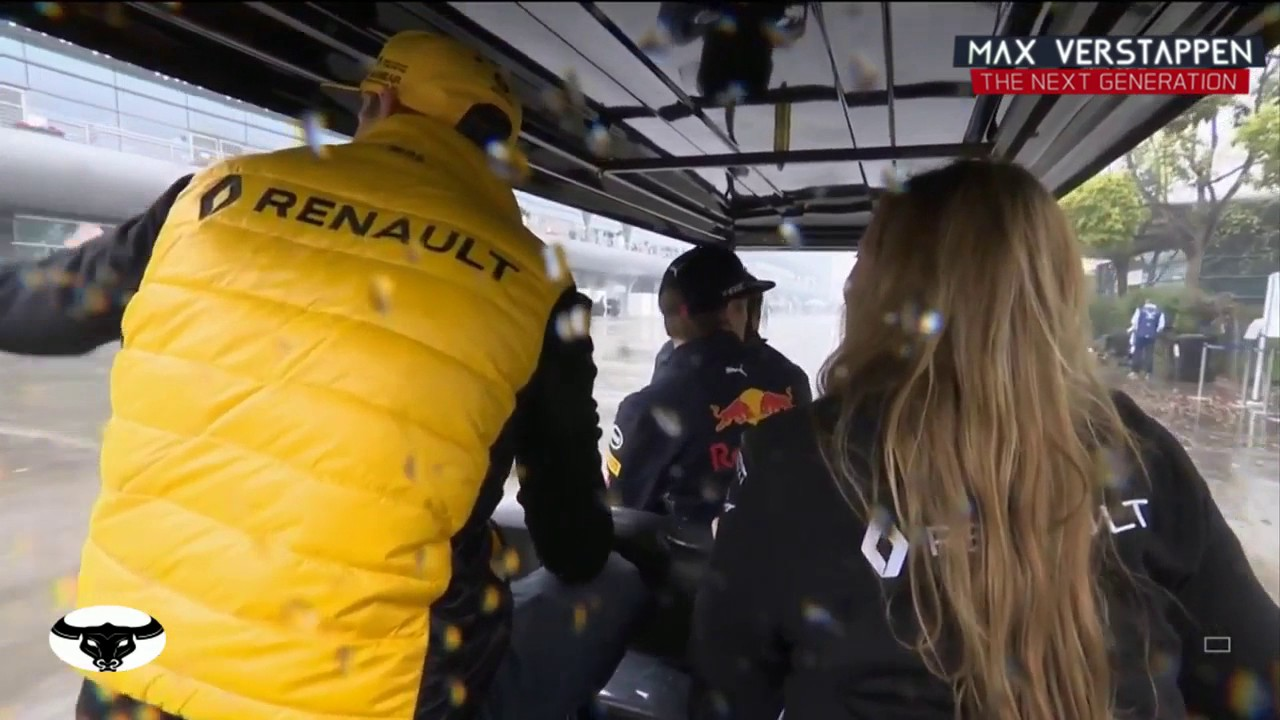 Max Verstappen is having a chat with Nico Hulkenberg