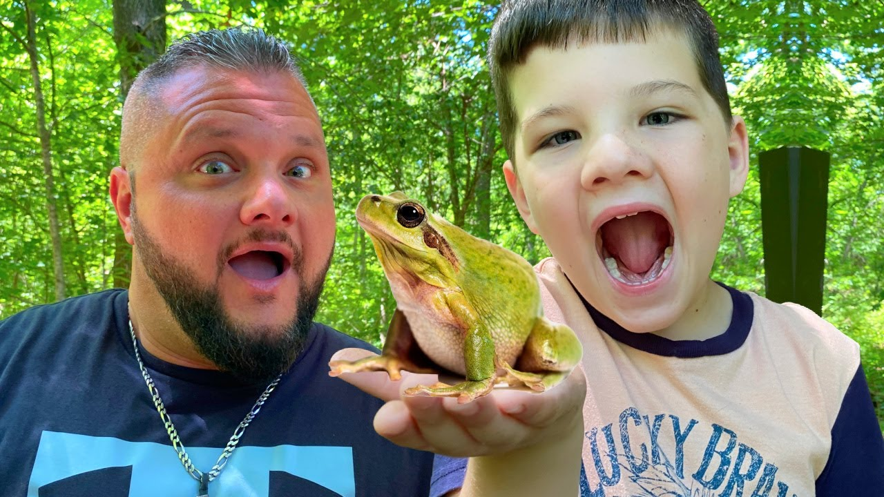BUG HUNT with CALEB in the WOODS! CATCHing FROGS & BUGS with MOM, DAD and AUBREY!
