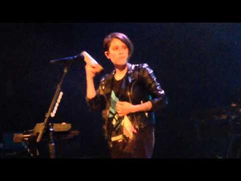 Tegan and Sara - Sara's cute + On Directing - Lawrence, KS - 1 october 2014 (6/17)