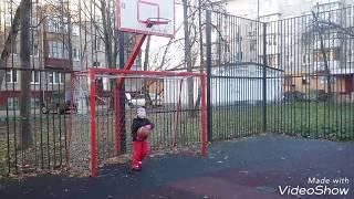 Баскетбол.Мяч в корзину из-за спины.basketball.