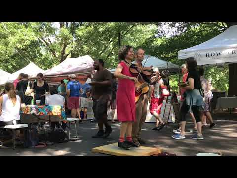 Share 'Em - Miss Moonshine (dancing fiddler) & Peter Jenkins (g) - Farmers Market busking