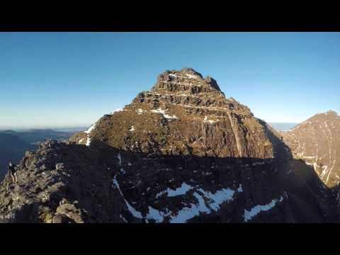 [An Teallach Ridge Running]