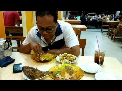 makan-gulai-tambusu-dan-ikan-bakar-i-kuliner-solok-i-sumatera-barat