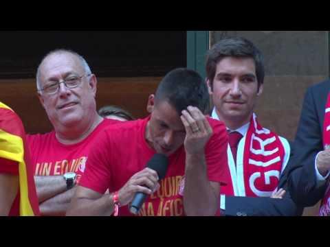 Ascens del Girona FC a Primera Divisió. Vídeo de la sortida dels jugadors al balcó de l'Ajuntament