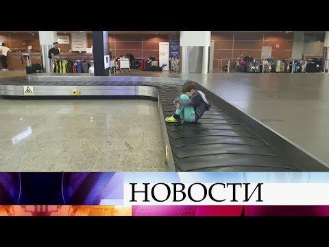 Столичный аэропорт Шереметьево уже три дня не справляется с доставкой багажа.
