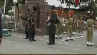 Patriotic Pakistani sikh sardar At Waga Border Ceremony 14th August 2008.Shows India His Pakistani Flag Part 3/4