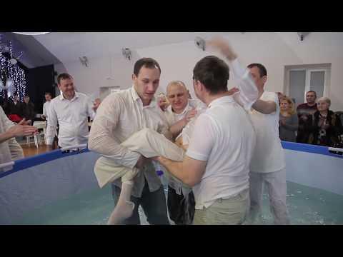 Водное крещение в омской церкви «Жатва»
