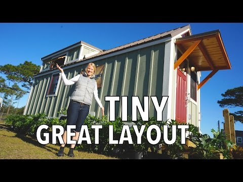 Cozy Wooden Tiny house - Downstairs Bedroom & Lots of Storage