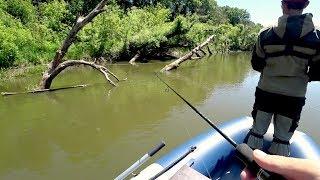 Сработал последний заброс! Рыбалка на спиннинг с лодки летом.