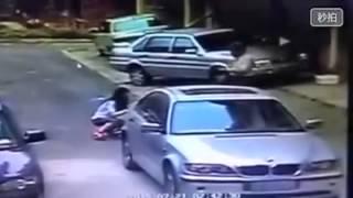Repeat youtube video สองชายหญิงถูกยิงตายทีเมื่องต้าเหลียน มณฑลเหลียวหนิงเหตุเกิด23 กรกฎาคม58