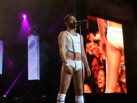 Will Young - Hyde Park in Volleyball gear