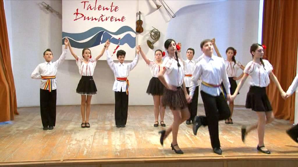 Romanian folk dances - YouTube