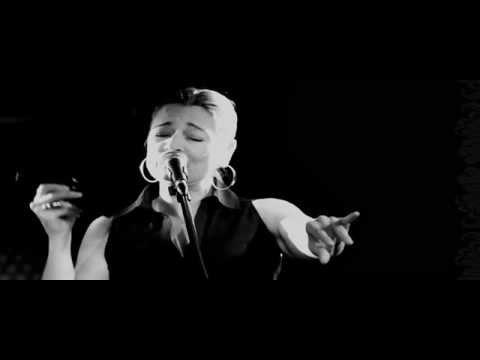 Birsen Tezer - Ne Tuhaf (ft İlhan Şeşen)
