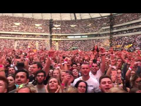 Audience sings along with Coldplay in Warsaw - June, 18